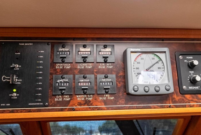 2007 Offshore Yachts Pilothouse Photo 43 of 126