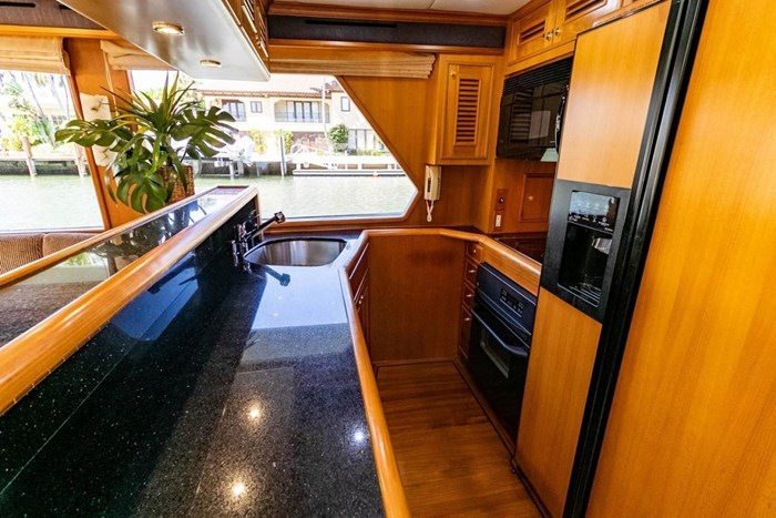 2007 Offshore Yachts Pilothouse Photo 60 of 126