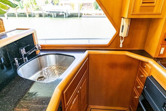 2007 Offshore Yachts Pilothouse Photo 62 of 126