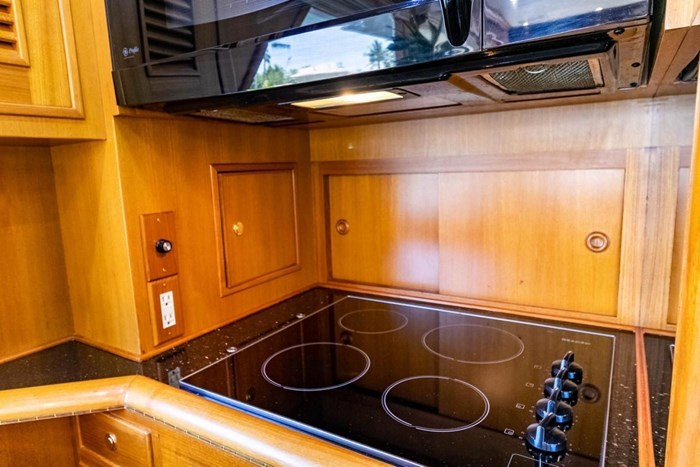 2007 Offshore Yachts Pilothouse Photo 63 of 126