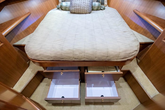 2007 Offshore Yachts Pilothouse Photo 82 of 126