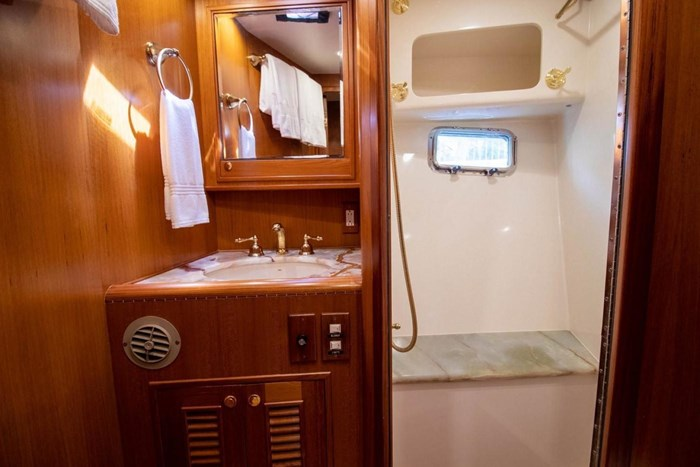 2007 Offshore Yachts Pilothouse Photo 87 of 126