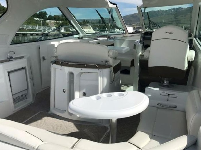 2009 Cruisers Yachts Sport Coupe Photo 5 sur 30