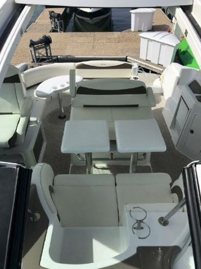 2009 Cruisers Yachts Sport Coupe Photo 7 sur 30