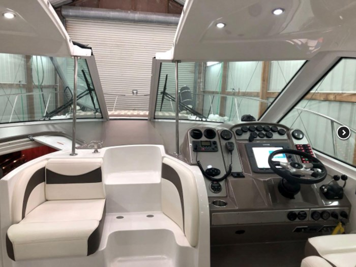 2009 Cruisers Yachts Sport Coupe Photo 8 sur 30
