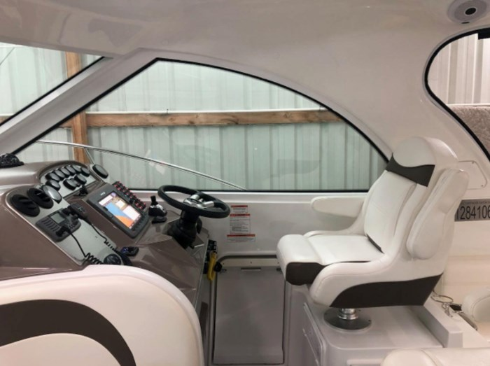 2009 Cruisers Yachts Sport Coupe Photo 9 sur 30