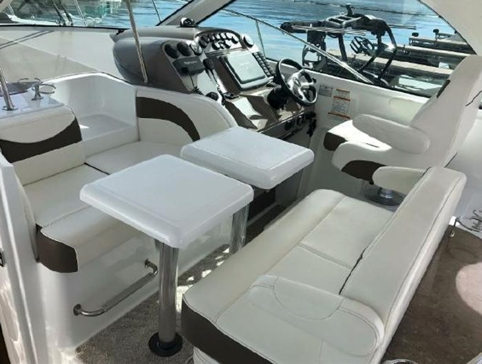 2009 Cruisers Yachts Sport Coupe Photo 11 sur 30