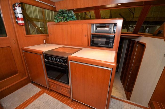 1997 Offshore Yachts 52 Sedan Photo 16 sur 67