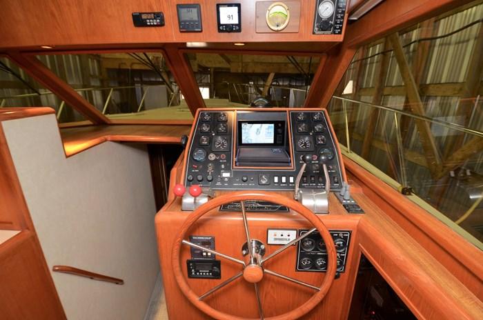 1997 Offshore Yachts 52 Sedan Photo 20 sur 67