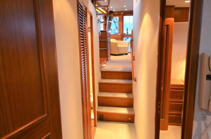 1997 Offshore Yachts 52 Sedan Photo 26 sur 67
