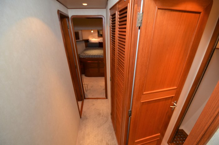 1997 Offshore Yachts 52 Sedan Photo 31 sur 67