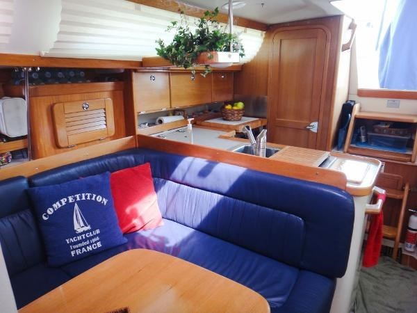 2005 Catalina 34 MKII 35th Anniversary Edition Photo 19 of 32