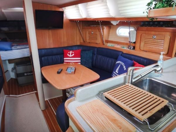 2005 Catalina 34 MKII 35th Anniversary Edition Photo 16 of 32