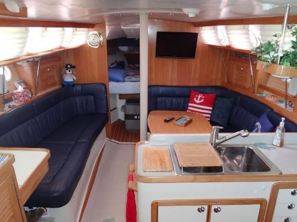 2005 Catalina 34 MKII 35th Anniversary Edition Photo 20 of 32