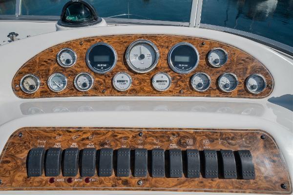 2001 Bayliner 3788 Command Bridge Motoryacht Photo 10 of 40