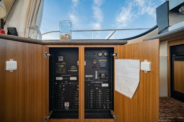 2001 Bayliner 3788 Command Bridge Motoryacht Photo 16 of 40
