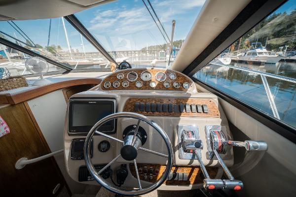 2001 Bayliner 3788 Command Bridge Motoryacht Photo 18 of 40