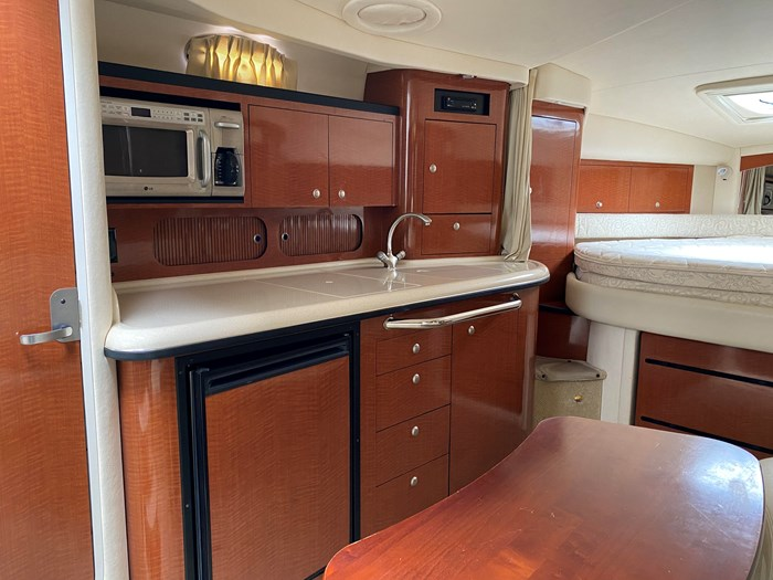 2005 Sea Ray 340 Sundancer Photo 16 of 27