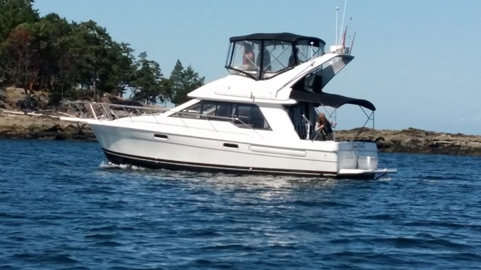 1996 Bayliner 3388 Photo 2 sur 10