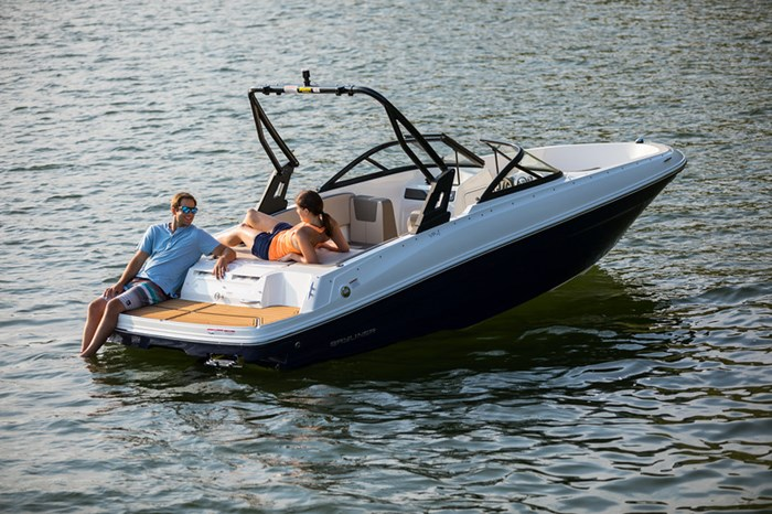 2021 Bayliner VR4 Bowrider Photo 8 sur 36