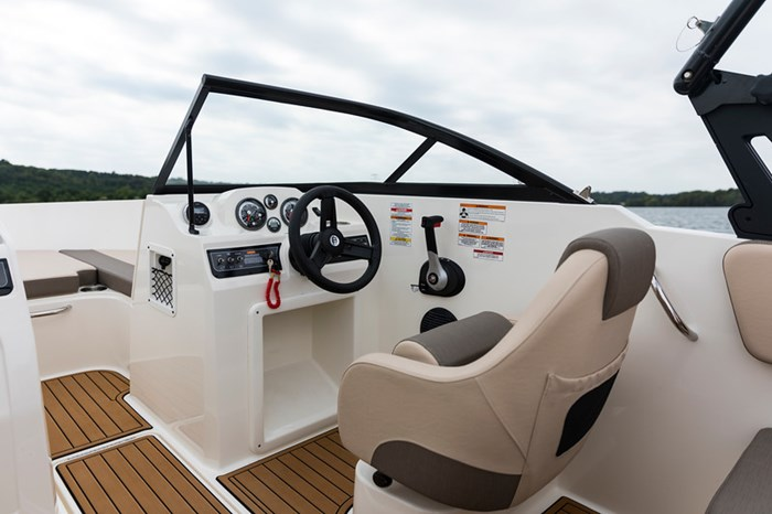 2021 Bayliner VR4 Bowrider Photo 13 sur 36