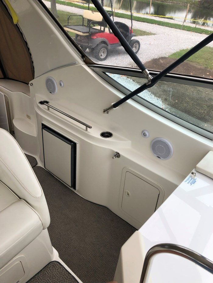 1998 Cruisers Yachts 3070 Rouge Photo 15 sur 24