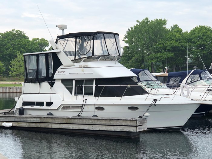 1997 Carver 325 Motor Yacht Photo 1 of 22