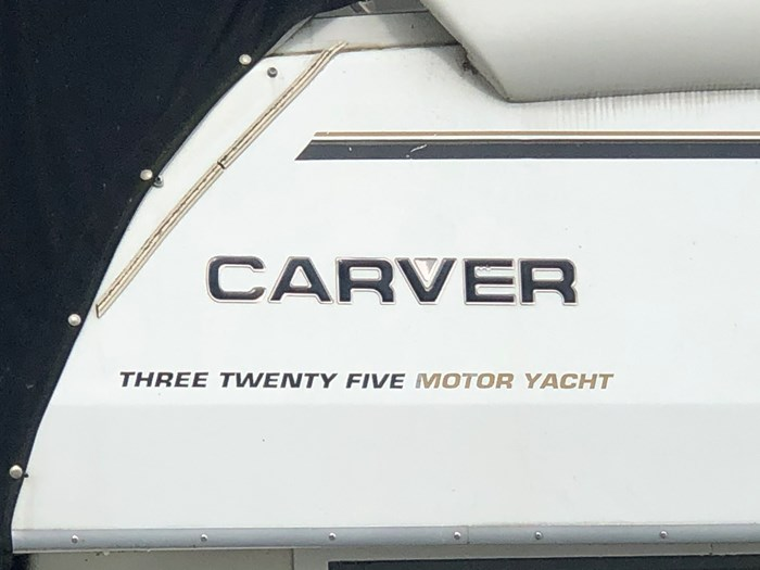 1997 Carver 325 Motor Yacht Photo 2 of 22