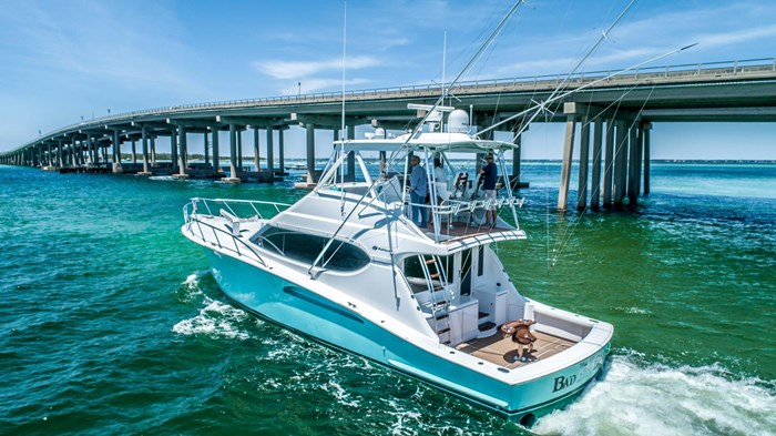 2006 Hatteras 54 Convertible Photo 2 of 42