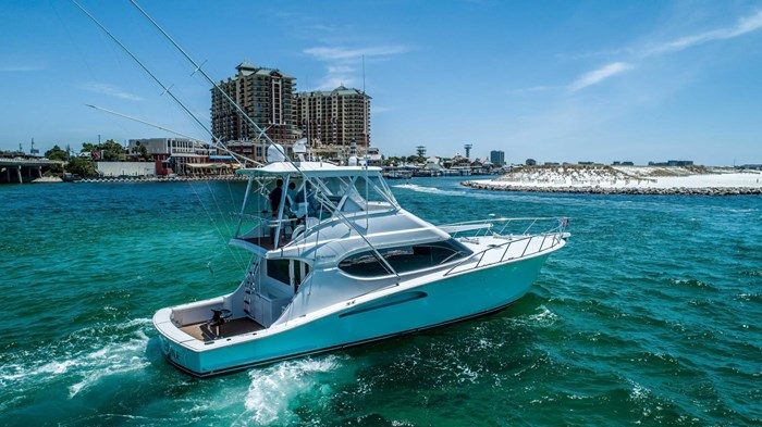 2006 Hatteras 54 Convertible Photo 4 of 42