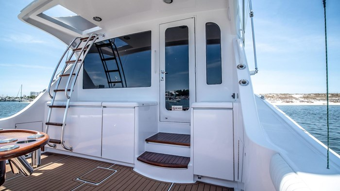 2006 Hatteras 54 Convertible Photo 7 of 42