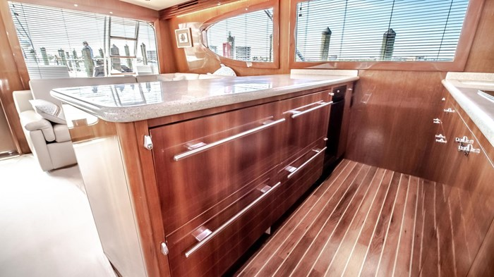 2006 Hatteras 54 Convertible Photo 22 of 42