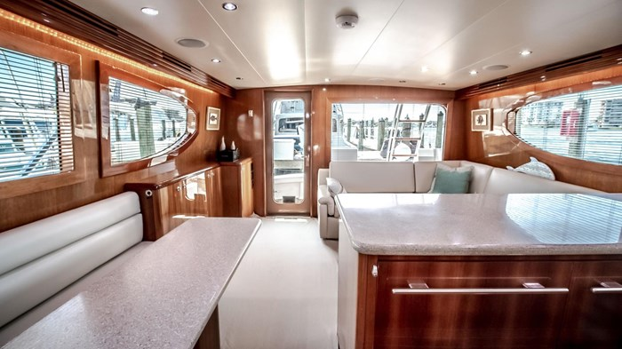 2006 Hatteras 54 Convertible Photo 23 of 42