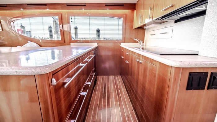 2006 Hatteras 54 Convertible Photo 24 of 42