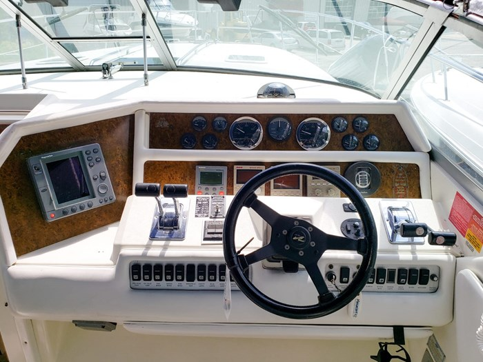 1994 Sea Ray 370 Express Cruiser Photo 10 of 25