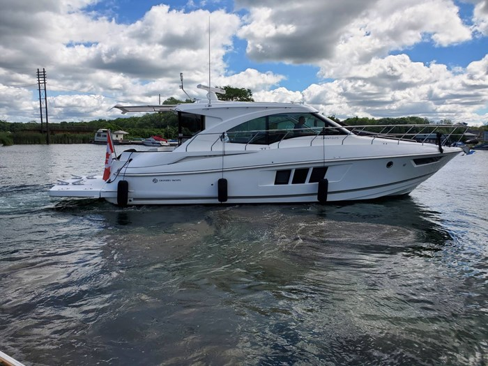 2017 Cruisers Yachts 45 Cantius Photo 2 sur 47