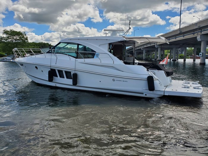 2017 Cruisers Yachts 45 Cantius Photo 1 sur 47