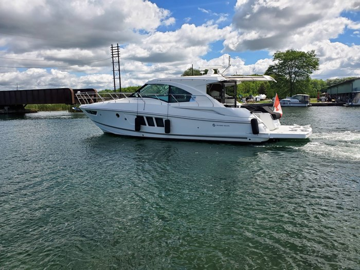 2017 Cruisers Yachts 45 Cantius Photo 7 sur 47