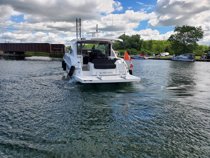 2017 Cruisers Yachts 45 Cantius Photo 8 sur 47