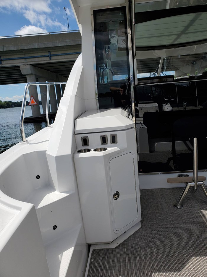 2017 Cruisers Yachts 45 Cantius Photo 12 sur 47