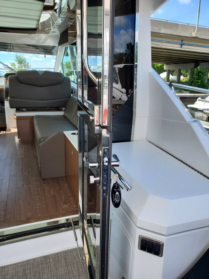 2017 Cruisers Yachts 45 Cantius Photo 13 sur 47
