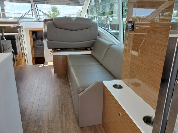2017 Cruisers Yachts 45 Cantius Photo 21 sur 47
