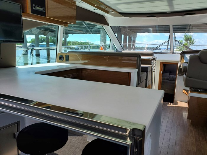 2017 Cruisers Yachts 45 Cantius Photo 22 sur 47