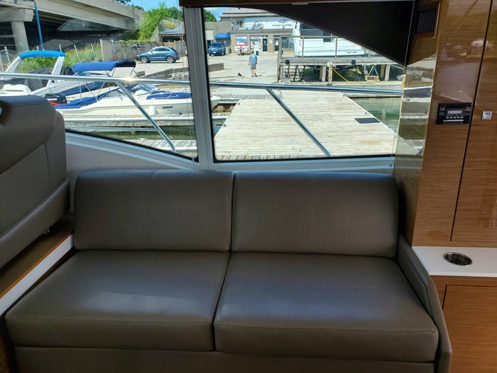 2017 Cruisers Yachts 45 Cantius Photo 24 sur 47