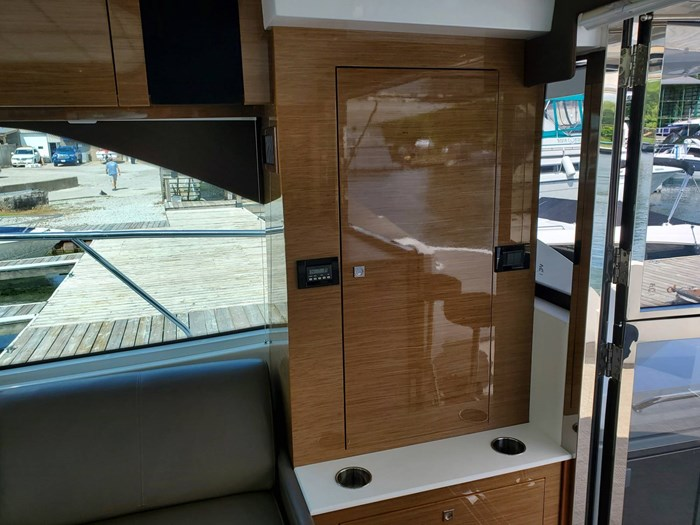 2017 Cruisers Yachts 45 Cantius Photo 25 sur 47