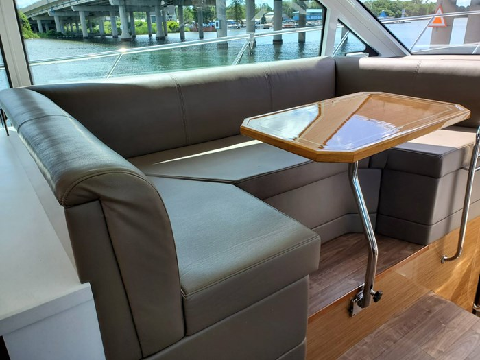 2017 Cruisers Yachts 45 Cantius Photo 27 sur 47