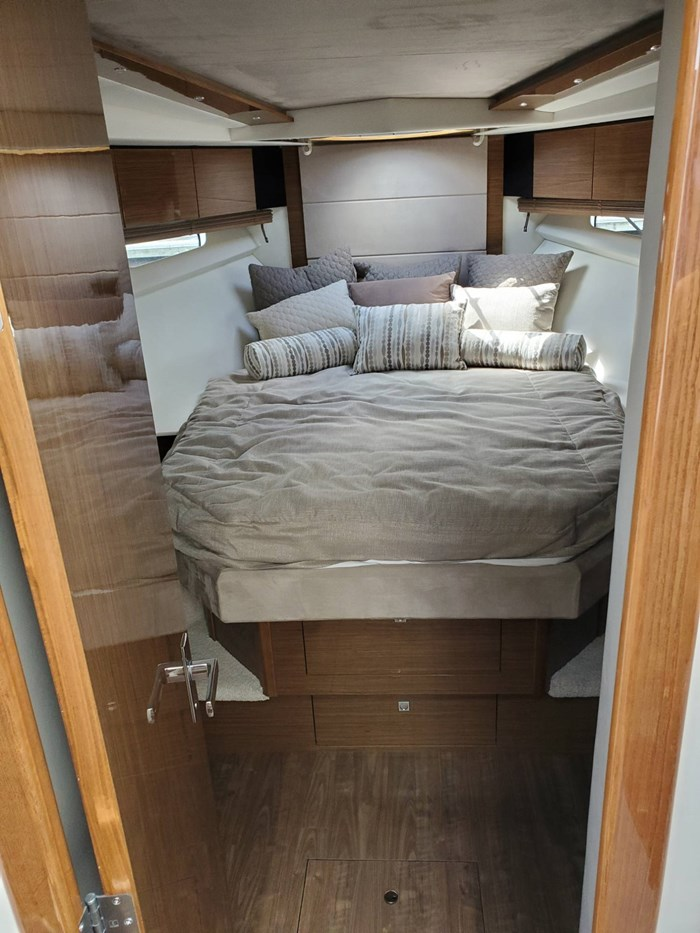 2017 Cruisers Yachts 45 Cantius Photo 33 sur 47