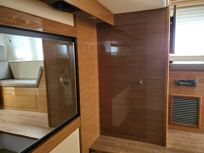 2017 Cruisers Yachts 45 Cantius Photo 45 sur 47