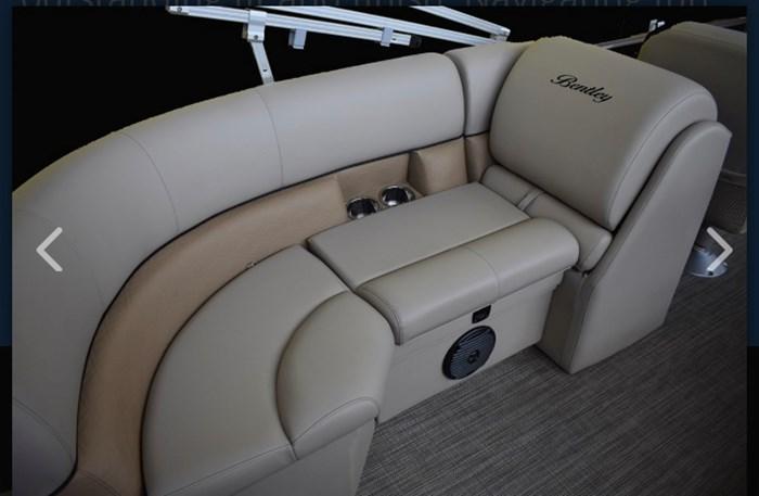 2019 Bentley 243 Navigator SE Photo 7 sur 7