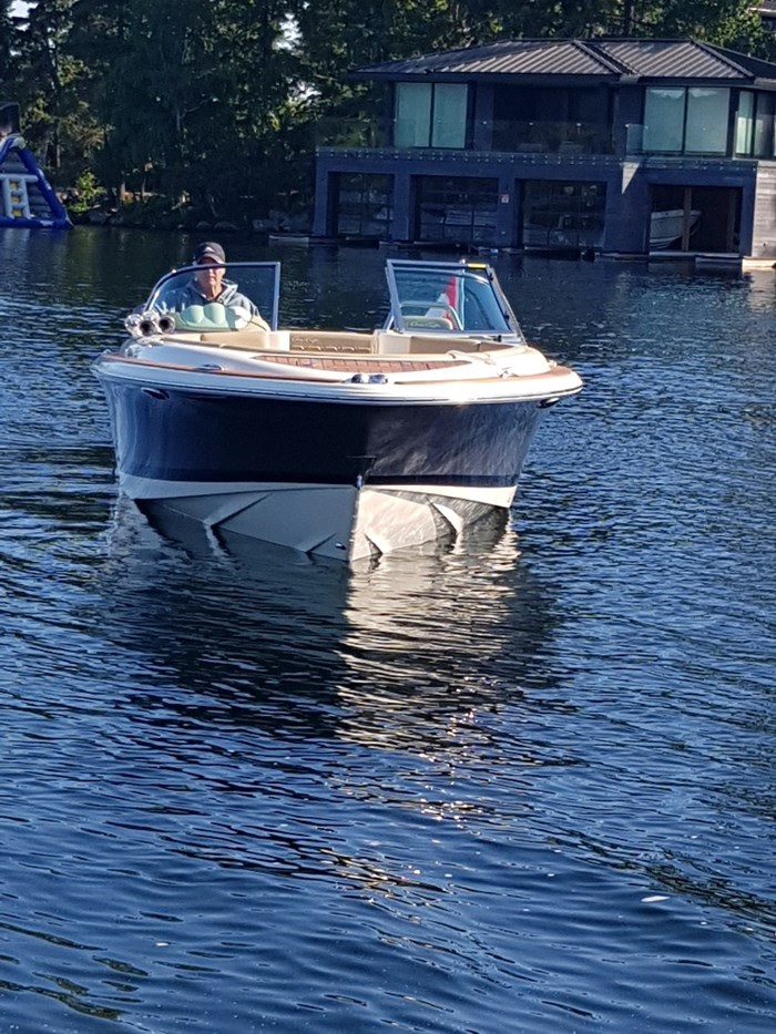 2017 Chris-Craft 25 Launch Heritage Edition Photo 3 of 6